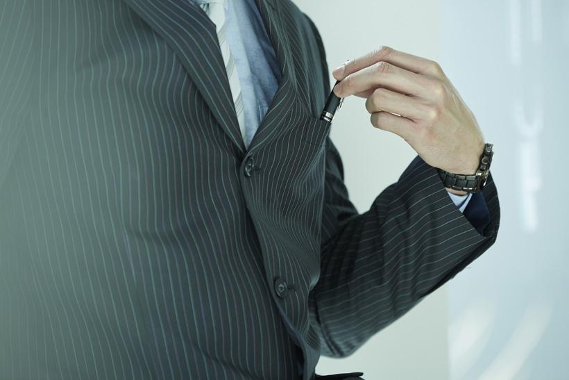 結婚式で着ても良い ストライプスーツの着こなし術 ビジネスマンの