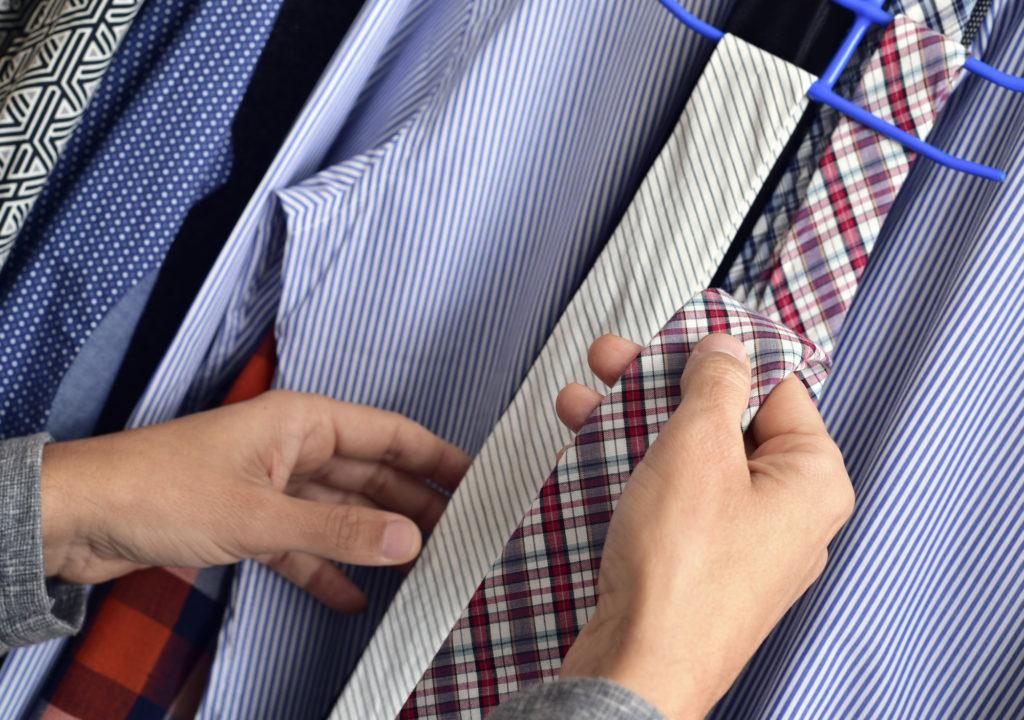 baf39eba18744 そのため、礼服を着るときに合わせる服装については慎重に選ばなければいけません。なかでも、礼服に合わせるワイシャツにはたくさんの種類があり、悩む人も多いで  ...