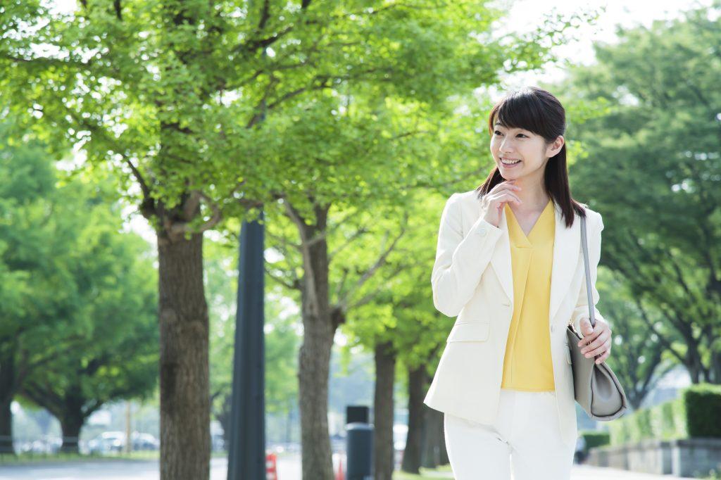 630c5a5d8a919 ただし、クライアントへの印象を損なわないためにはいくつかのポイントを意識することも大切です。この記事では、仕事の服装に悩んでいる営業職の女性に向けて 女性の ...